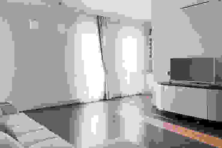 Perimeter X2 в московской квартире Гостиная в стиле минимализм от Carnot Минимализм
