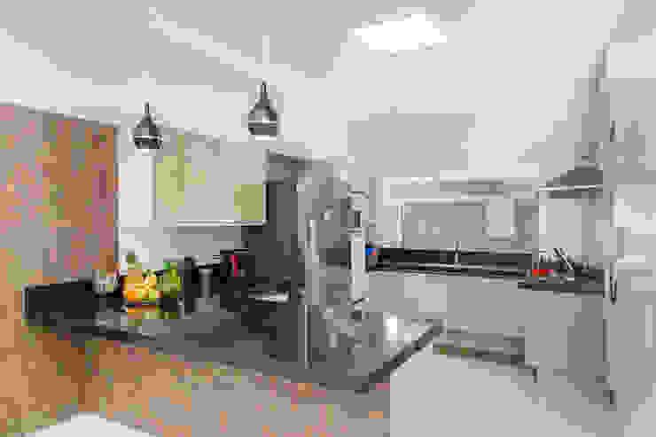 Küche von ADRIANA MELLO ARQUITETURA, Modern