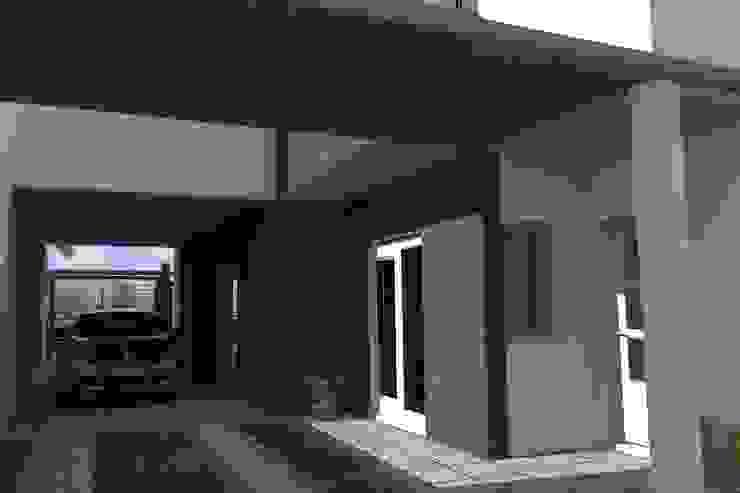 Cochera pasante Garajes modernos de NLA Arquitectura Moderno