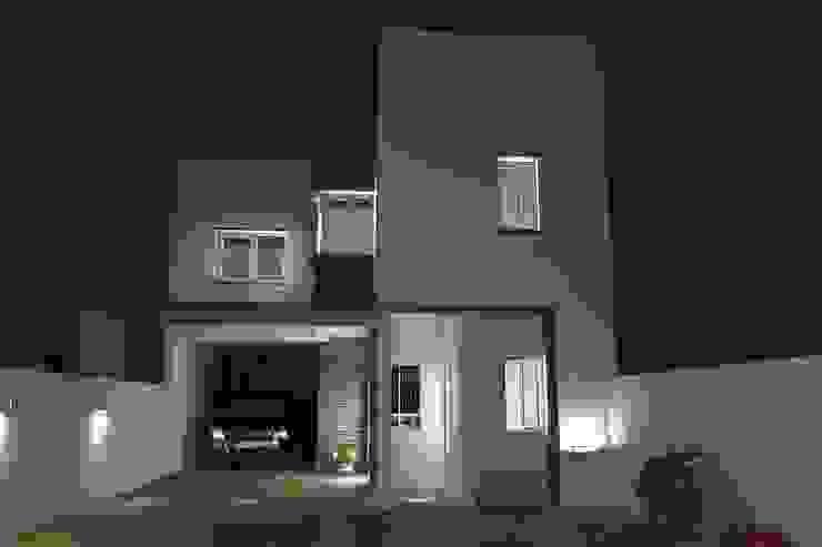 Contra-Fachada Casas modernas: Ideas, imágenes y decoración de NLA Arquitectura Moderno