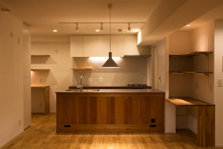 Cherry-kitchen House (Renovation) モダンな キッチン の Sakurayama-Architect-Design モダン