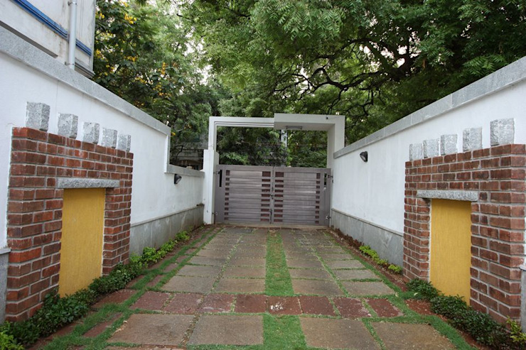 Main Gate Modern garden by Ansari Architects Modern