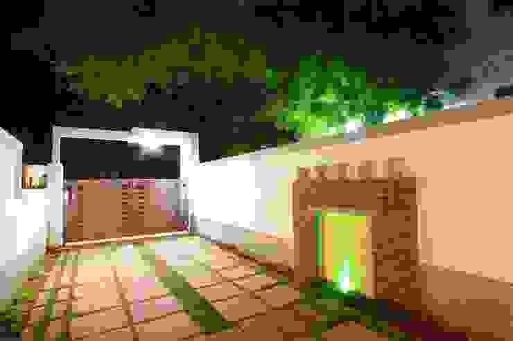 Compound Modern Garden by Ansari Architects Modern