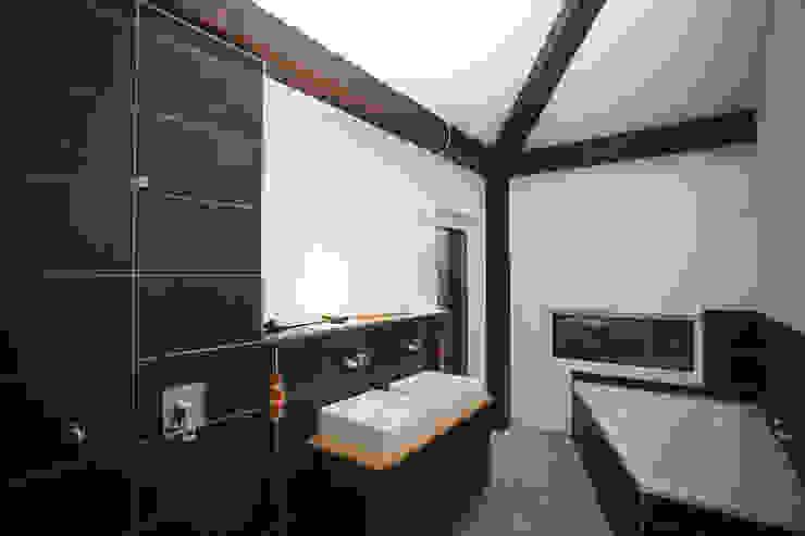K-MÄLEON Haus GmbH Modern Bathroom Tiles White