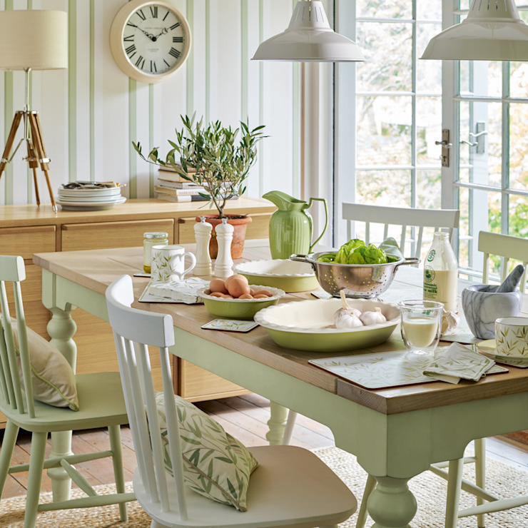 من Laura Ashley Decoración ريفي