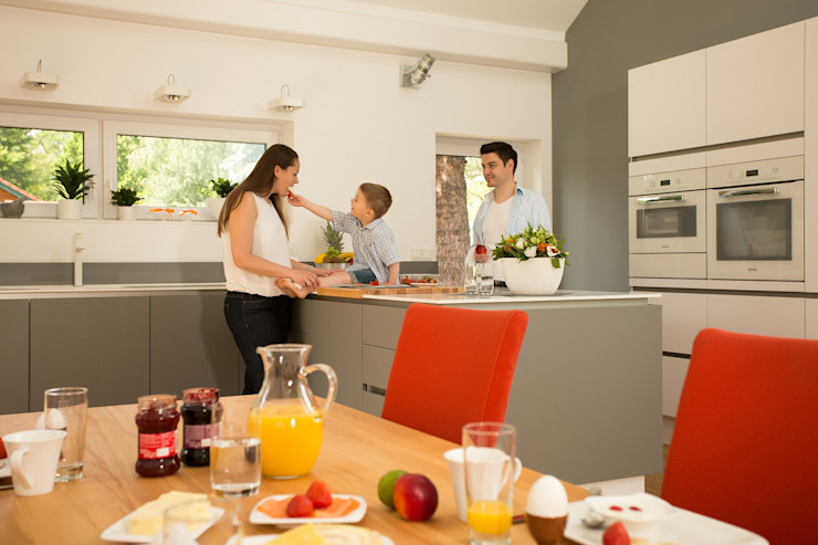 Cucina moderna di K-MÄLEON Haus GmbH Moderno