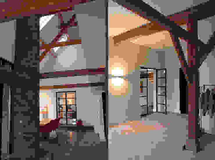 VERBOUWING VAN OUDE BOERDERIJ TOT MOOIE WOONBOERDERIJ Moderne gangen, hallen & trappenhuizen van ID-Architectuur Modern