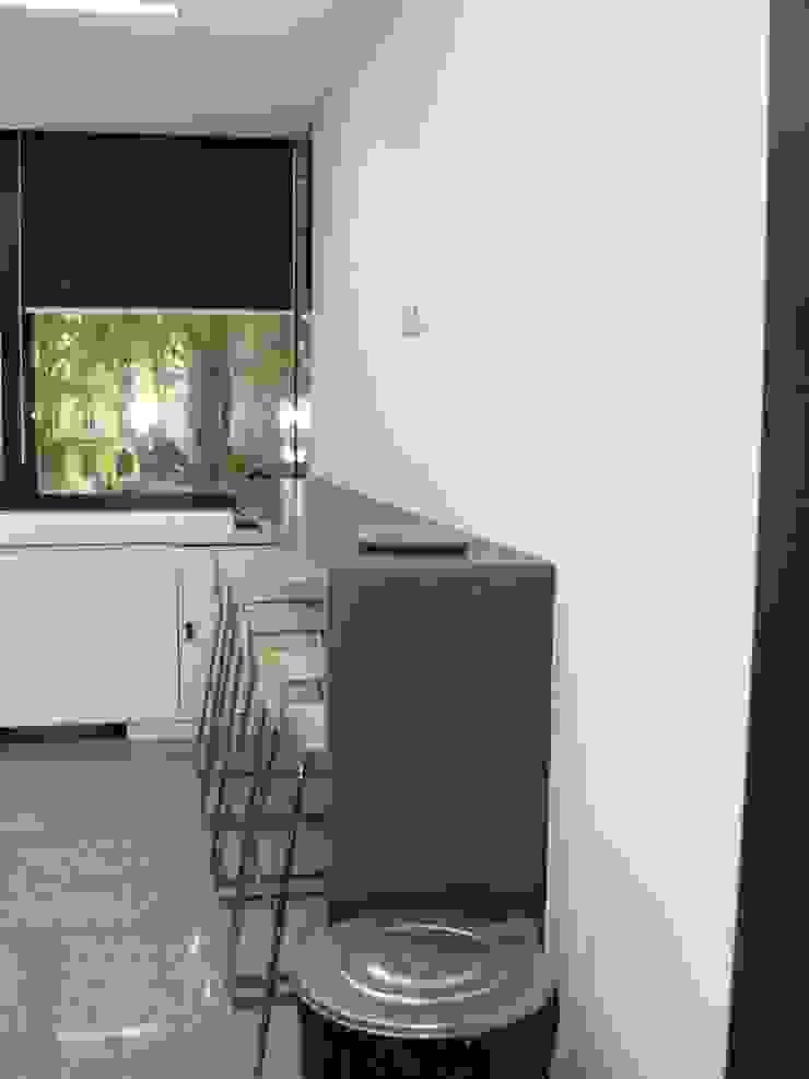 Espaço de refeições / kitchenette por IA Arquitectura&Interiores Moderno