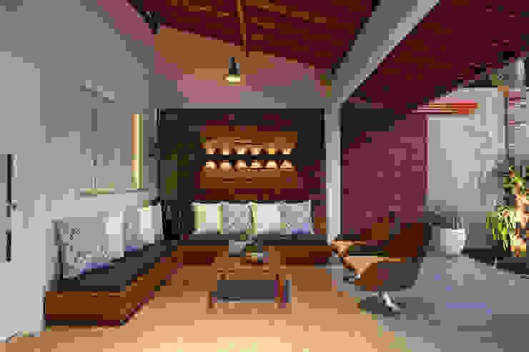 Arquitetura Ao Cubo LTDA Balkon, Beranda & Teras Modern