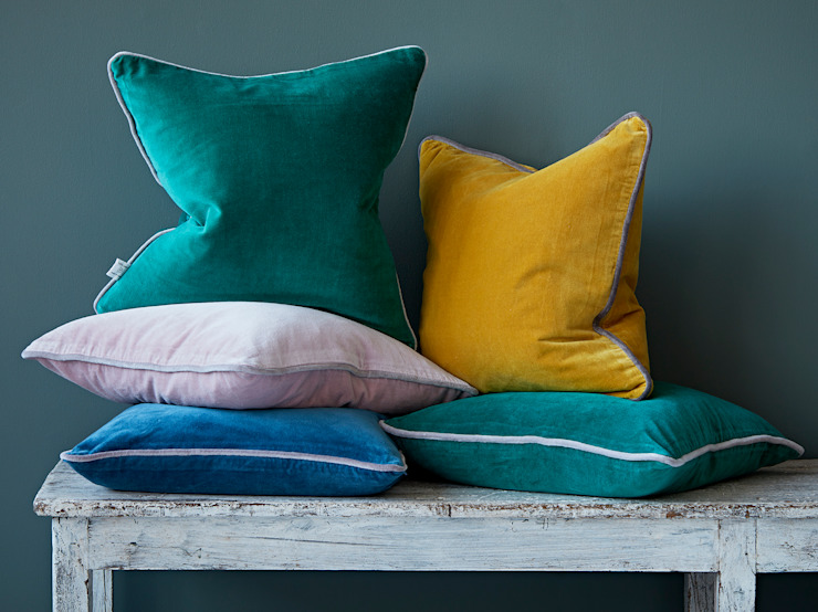 Velvet cushions: eclectic  by rigby & mac, Eclectic Cotton Red