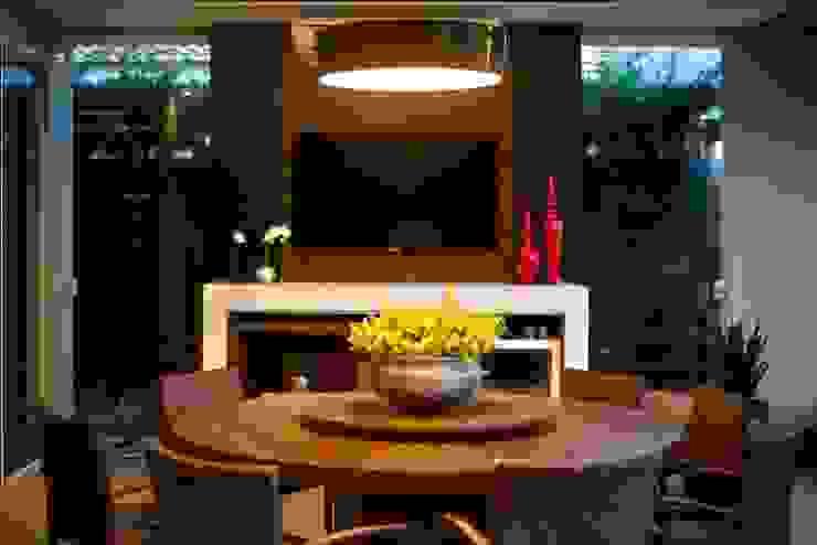 Residência Copacabana Salas de jantar tropicais por Arquitetura Ao Cubo LTDA Tropical