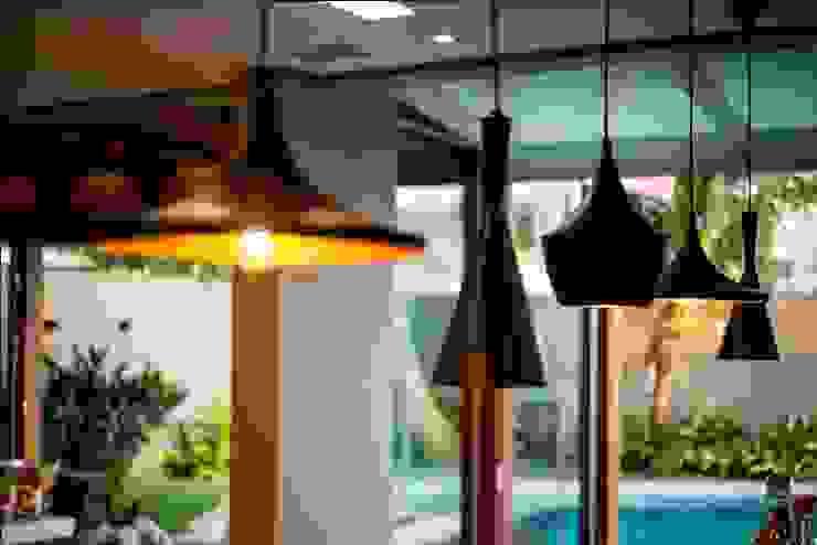 Residência Copacabana Jardins tropicais por Arquitetura Ao Cubo LTDA Tropical