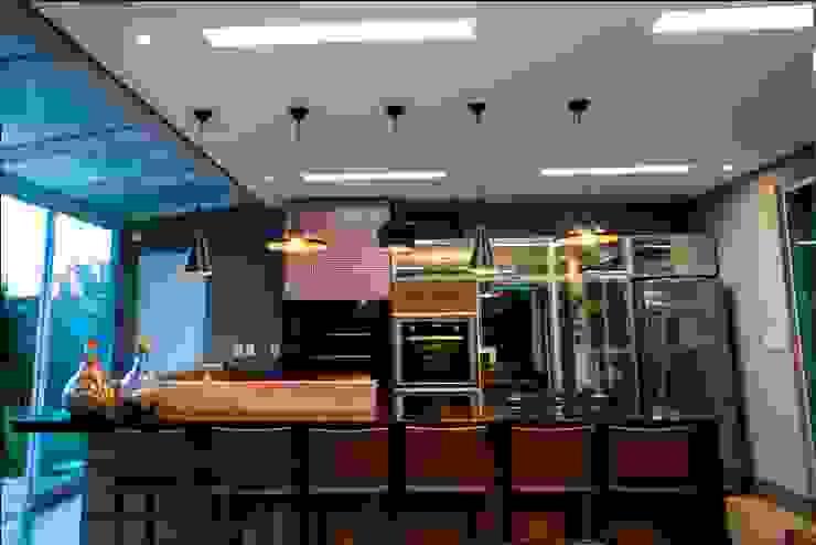 Residência Copacabana Cozinhas tropicais por Arquitetura Ao Cubo LTDA Tropical