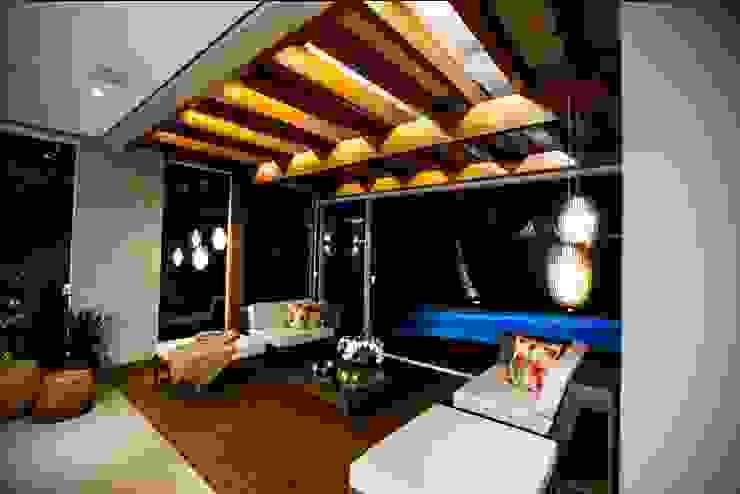 Residência Copacabana Varandas, alpendres e terraços tropicais por Arquitetura Ao Cubo LTDA Tropical