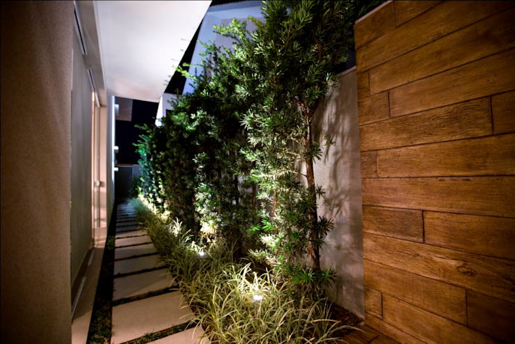 Tropical style garden by Arquitetura Ao Cubo LTDA Tropical