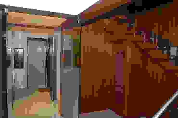 Mahalakshmi Modern corridor, hallway & stairs by TRINITY DESIGN STUDIO Modern