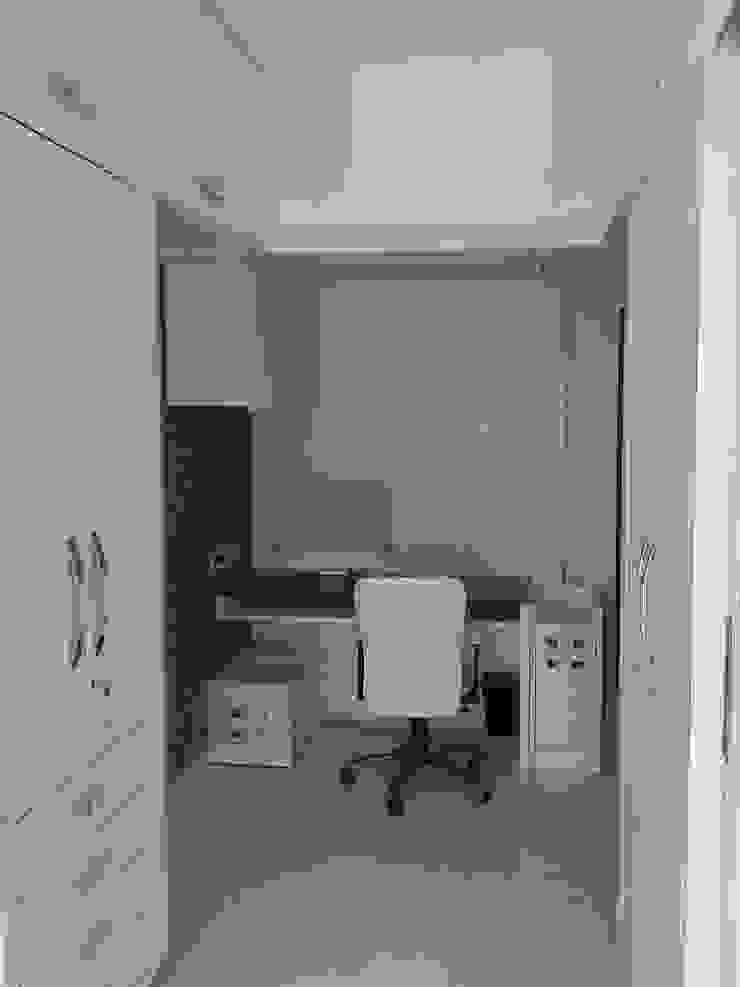 Mr Kamdar 19th Floor Modern study/office by TRINITY DESIGN STUDIO Modern