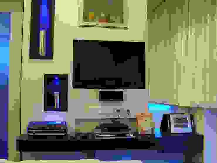 Residence Shivaji Park Modern living room by TRINITY DESIGN STUDIO Modern