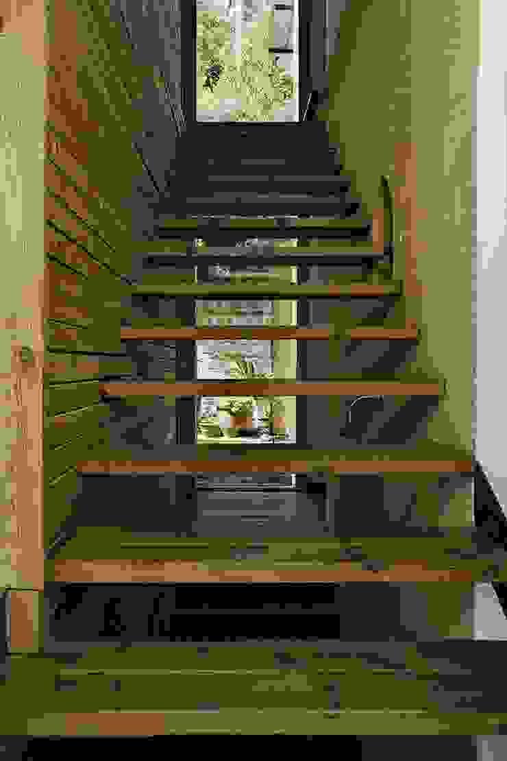 Moderner Flur, Diele & Treppenhaus von NOEM Modern