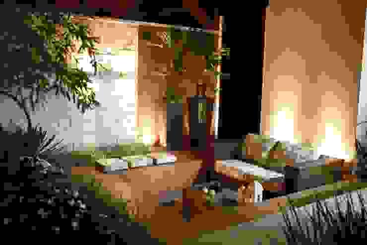Giardino in stile  di Arquitetura Ao Cubo LTDA