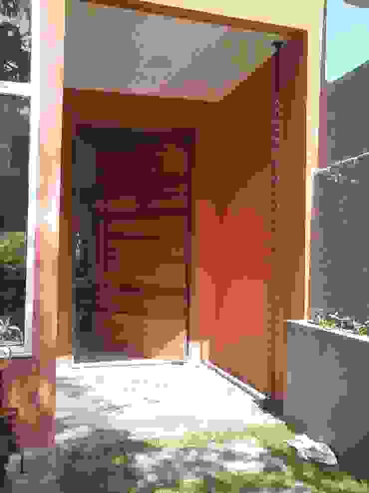 Puertas y ventanas modernas de Margareth Salles Moderno
