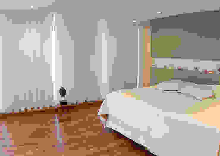 MONICA SPADA DURANTE ARQUITETURA Dormitorios de estilo moderno