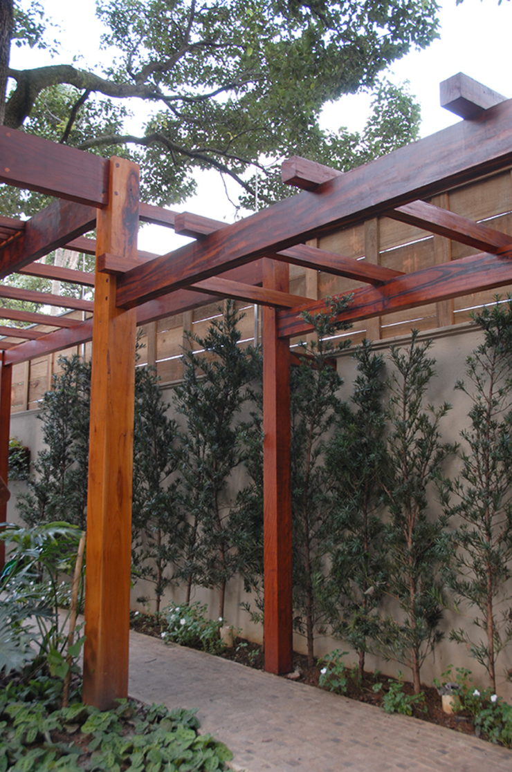 MONICA SPADA DURANTE ARQUITETURA Modern style gardens