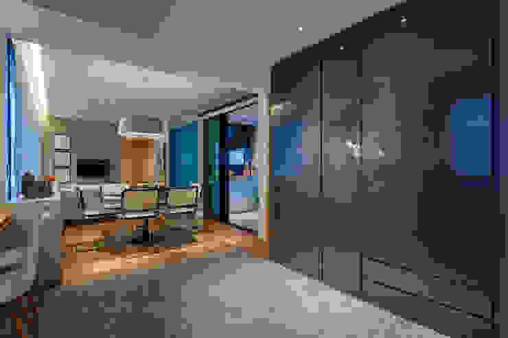 CoGa Arquitetura Modern corridor, hallway & stairs