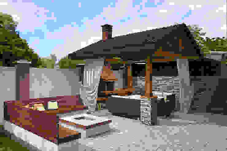 Industrial style garden by Студия архитектуры и дизайна Вояджи Дарьи Industrial