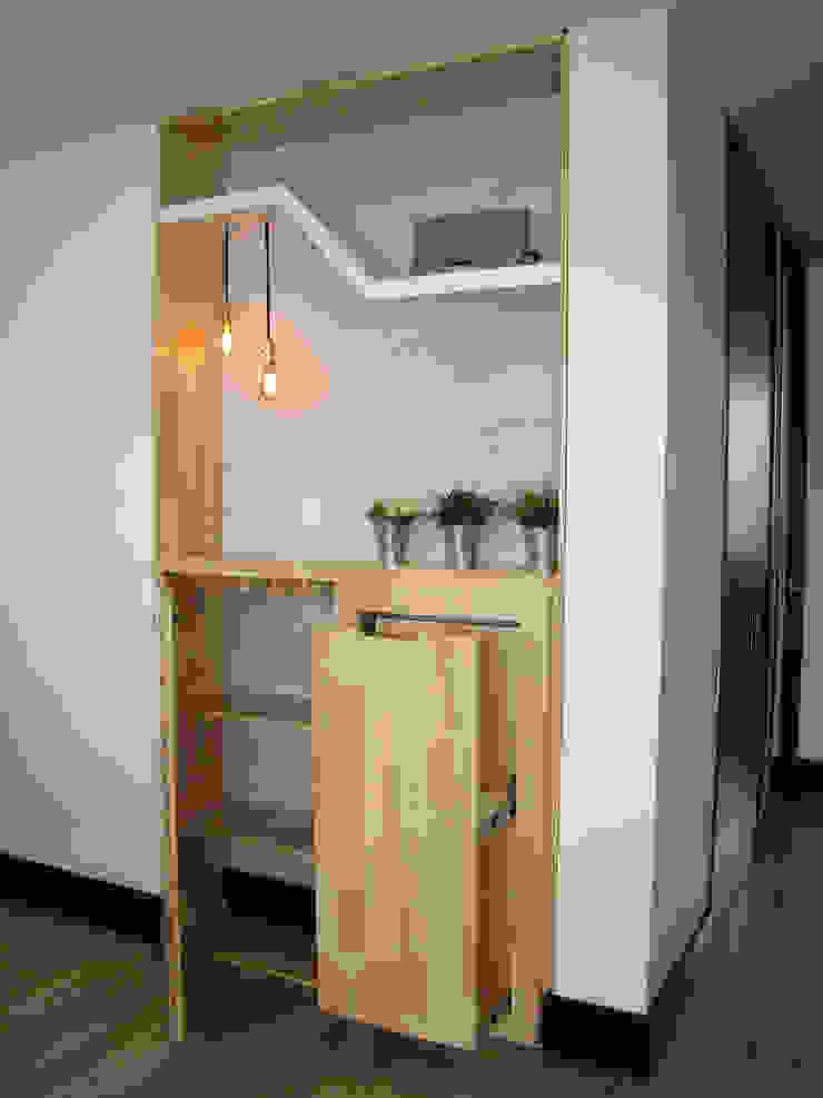 Entrepaños y cajón para almacenamiento de bebidas de ALSE Taller de Arquitectura y Diseño Moderno