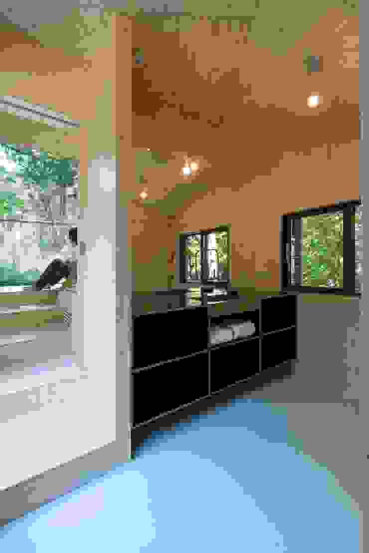Modern bathroom by Bloot Architecture Modern