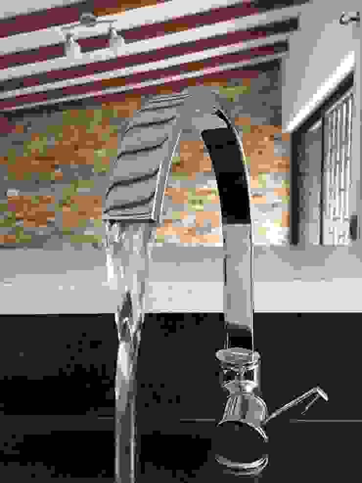 Detalle de grifería Cocinas modernas de ALSE Taller de Arquitectura y Diseño Moderno