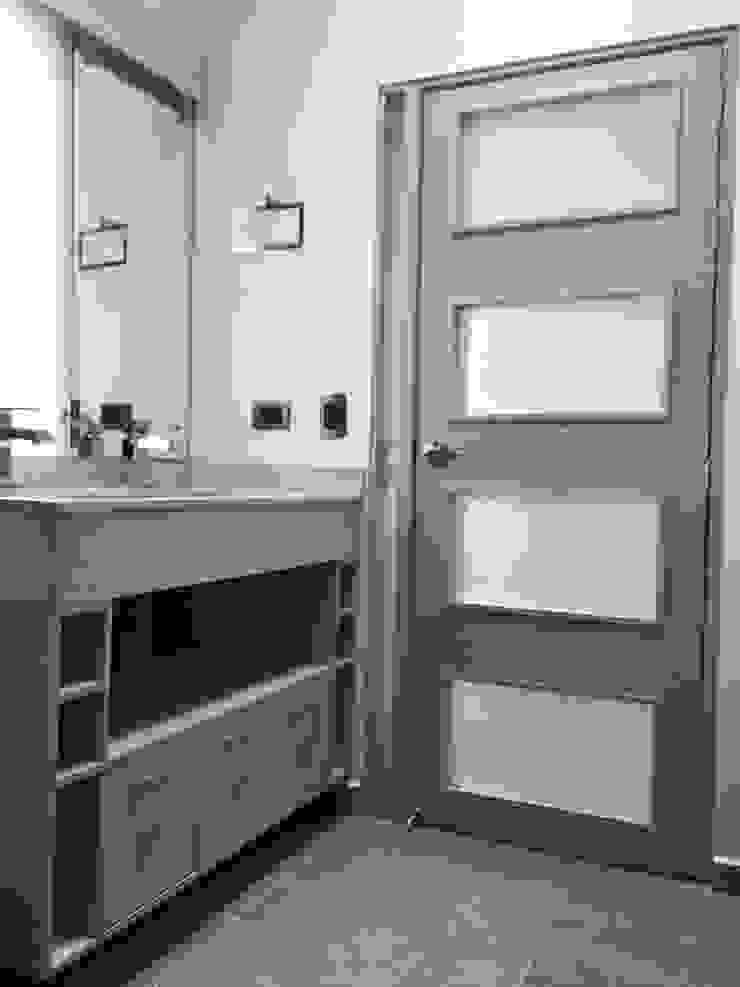 Detalle de lavamanos doble con mueble interior Baños de estilo moderno de ALSE Taller de Arquitectura y Diseño Moderno