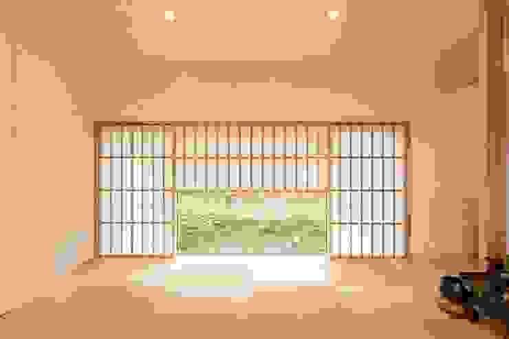 西根の家/House in NISHINE: アーキテクチュアランドスケープ一級建築士事務所が手掛けた和室です。,モダン