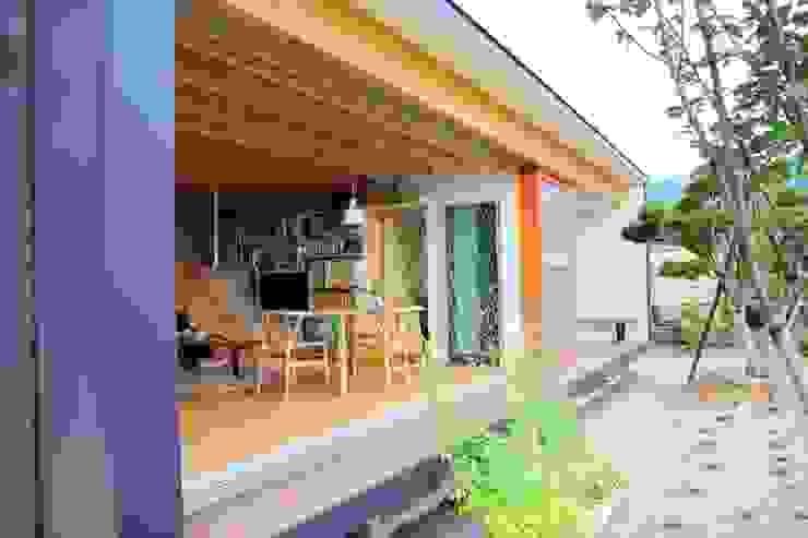 Balkon, Beranda & Teras Modern Oleh アーキテクチュアランドスケープ一級建築士事務所 Modern