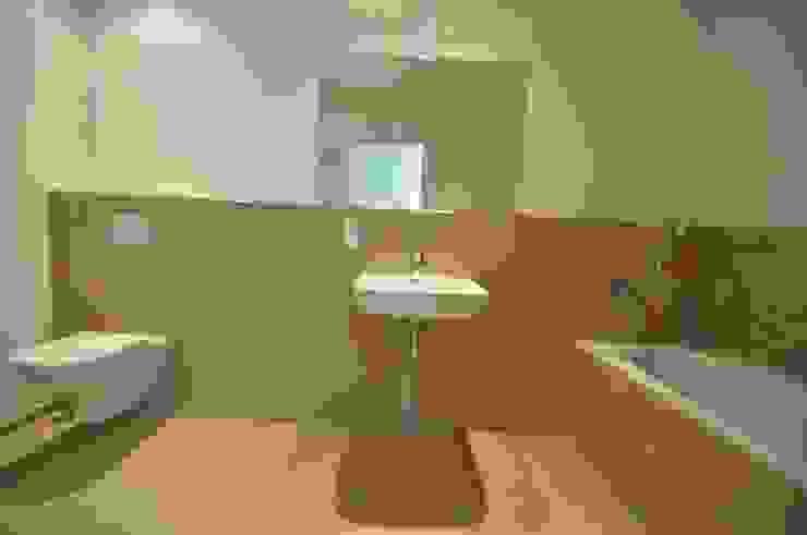 Ванные комнаты в . Автор – Karin Armbrust - Home Staging,
