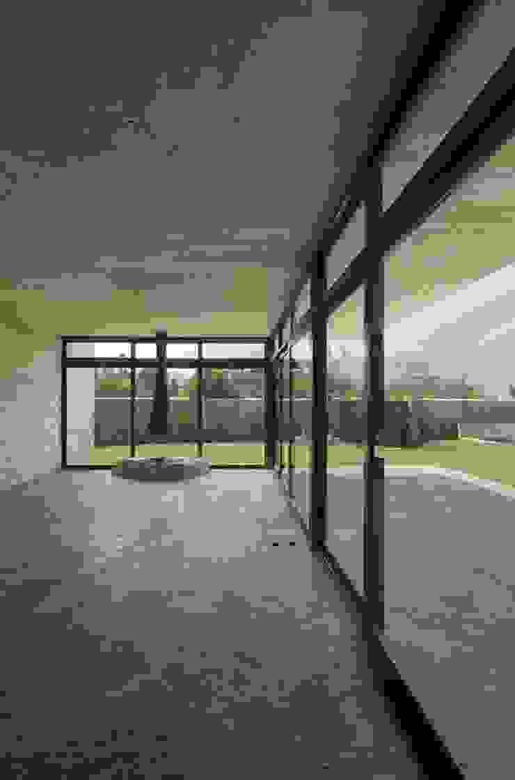 Casa oZsO Balcones y terrazas modernos de Martin Dulanto Moderno