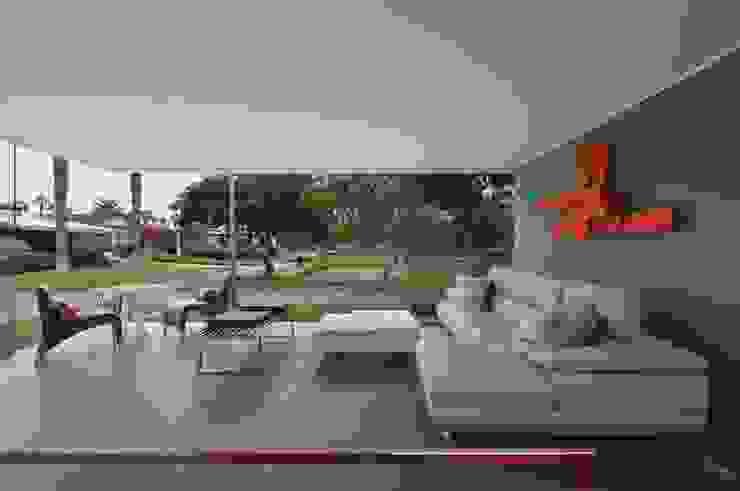 Casa Blanca Martin Dulanto Balcones y terrazas de estilo moderno