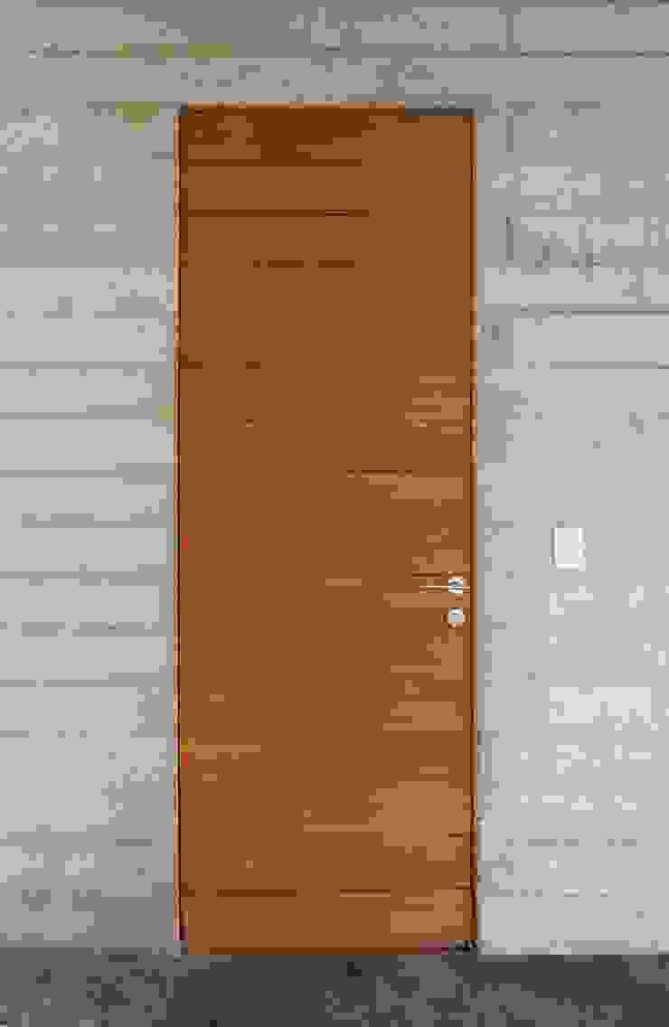 Casa oZsO Puertas y ventanas modernas de Martin Dulanto Moderno