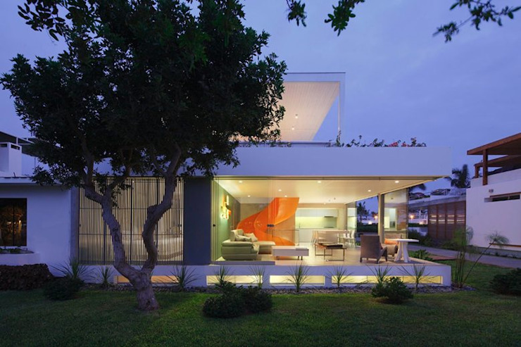 Casa Blanca Martin Dulanto Casas modernas: Ideas, diseños y decoración