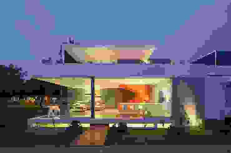 Casa Blanca Modern houses by Martin Dulanto Modern