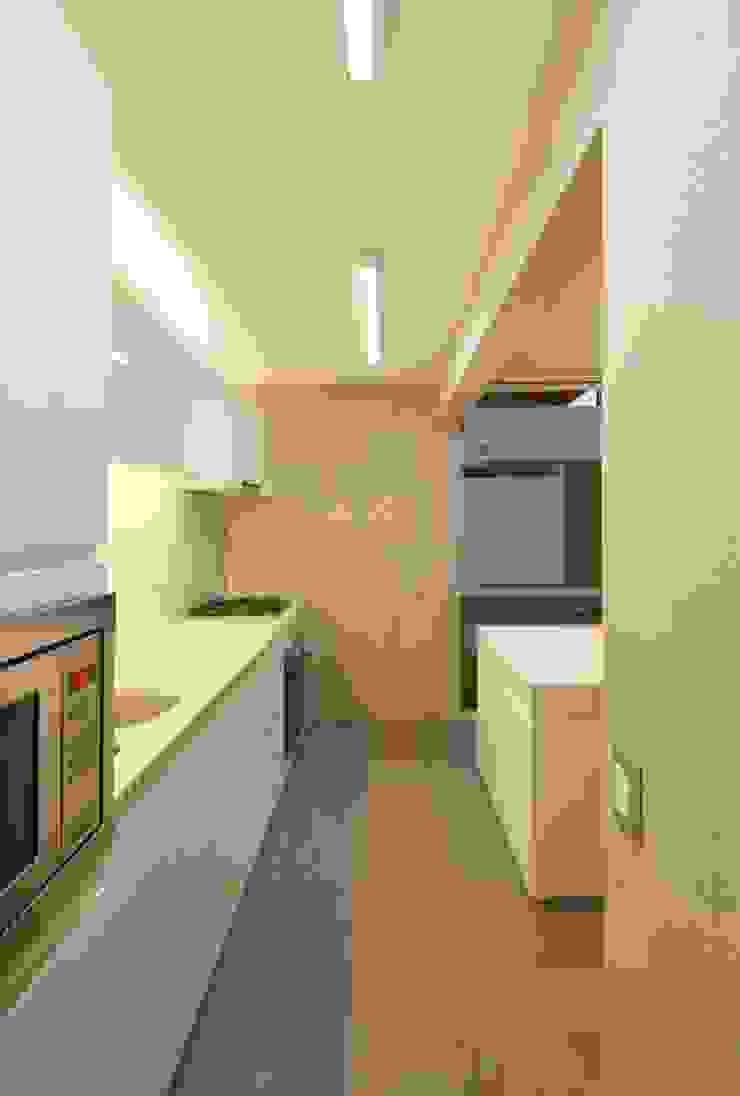Casa Blanca Cocinas de estilo moderno de Martin Dulanto Moderno