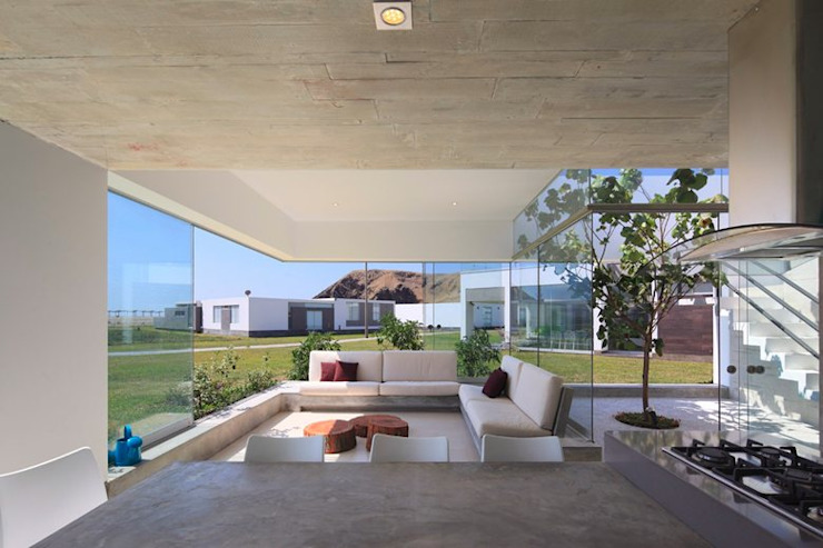 Casa Maple Modern terrace by Martin Dulanto Modern