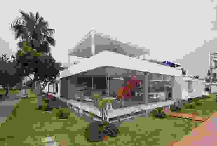 Casa Blanca Casas modernas: Ideas, diseños y decoración de Martin Dulanto Moderno