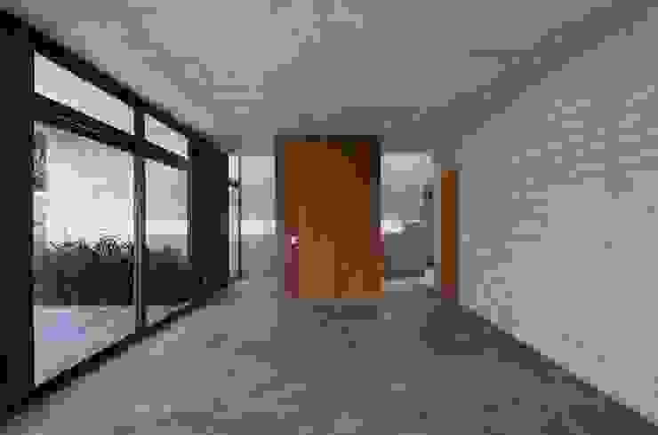 Casa oZsO Martin Dulanto 現代風玄關、走廊與階梯