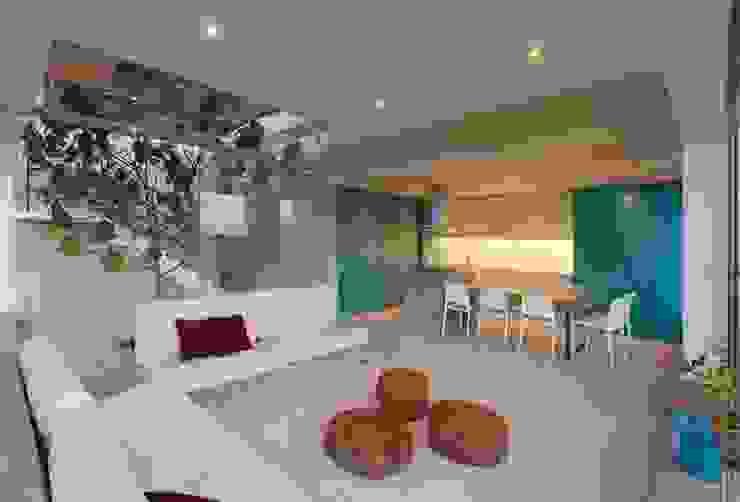 Casa Maple Salas modernas de Martin Dulanto Moderno