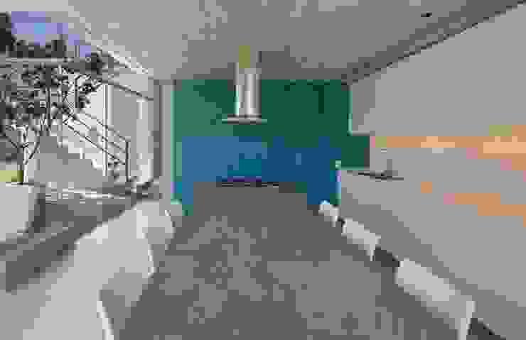 Casa Maple Pasillos, vestíbulos y escaleras de estilo moderno de Martin Dulanto Moderno