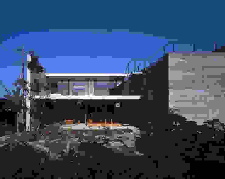 Casas de estilo moderno de SHSTT Moderno Hormigón