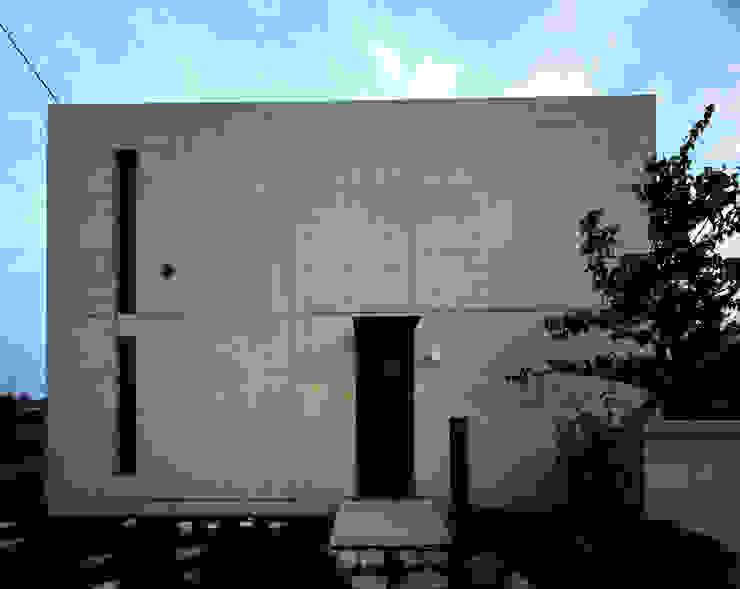 Casas de estilo minimalista de SHSTT Minimalista Hormigón