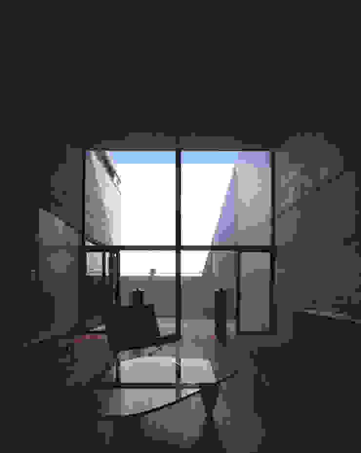 Salones de estilo moderno de SHSTT Moderno Hormigón
